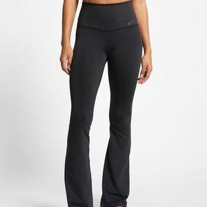 *NWT* Nike Skinny Fit Training Leggings